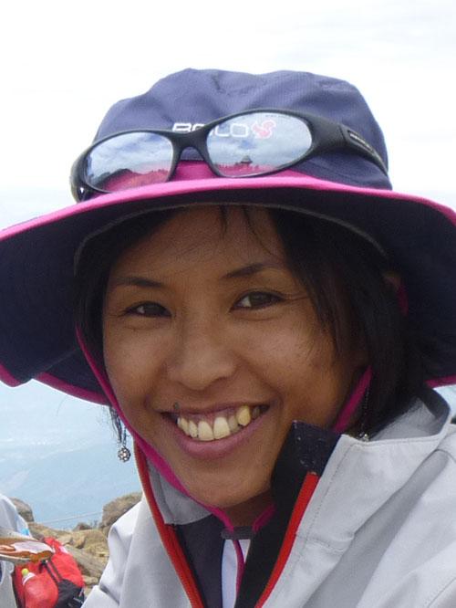 登山ガイド、佐藤れいなさん。健康的な女性です!