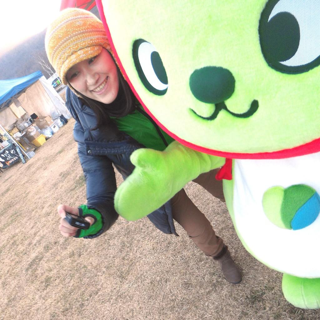 長野県観光PRキャラクター「アルクマ」もOn Aniseを持って自撮り